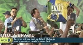 Bolsonaro exibe camiseta