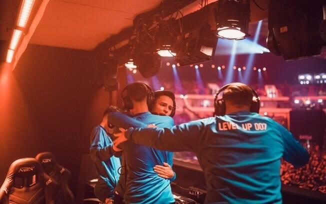 Equipe da Level Up em um campeonato de game on-line