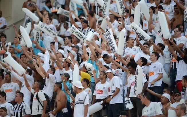 A torcida do Santos ocupou um pequeno espaço  na arquibancada do Pacaembu