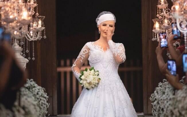 Devido a tudo o que Cinthia está passando por causa do câncer, o casamento ganhou uma emoção a mais