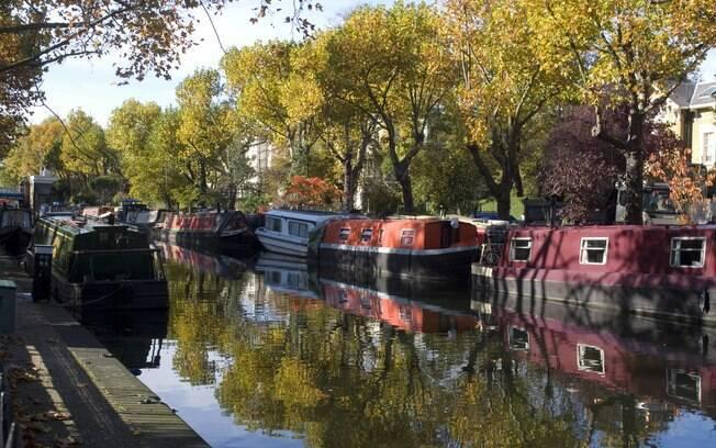Em Little Venice, é possível fazer um tour em pequenos barcos