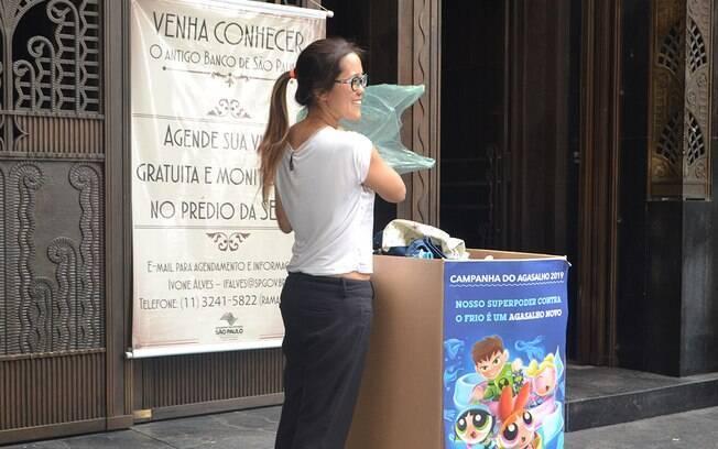 Caixas da Campanha do Agasalho estão espalhadas por estações, ruas e instituições de São Paulo