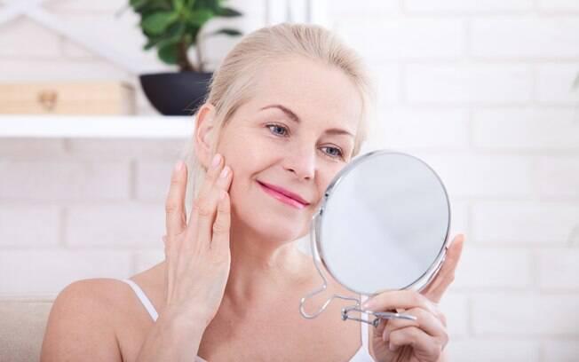 A pele começa a ser considerada madura no período em que a mulher está na menopausa, entre 40 e 50 anos de idade