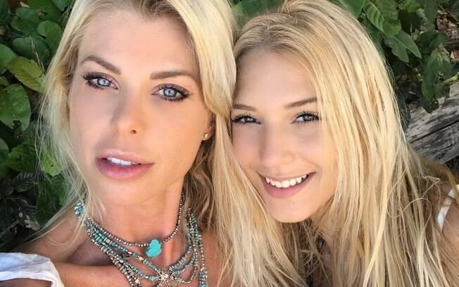 Caroline Bittencourt e sua filha