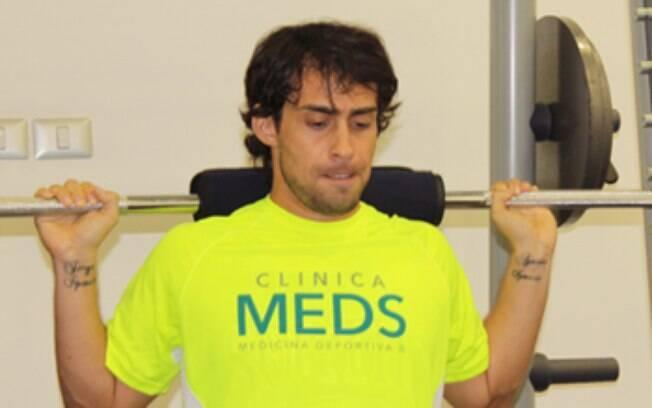 Valdivia se exercita em clínica de Santiago  no Chile