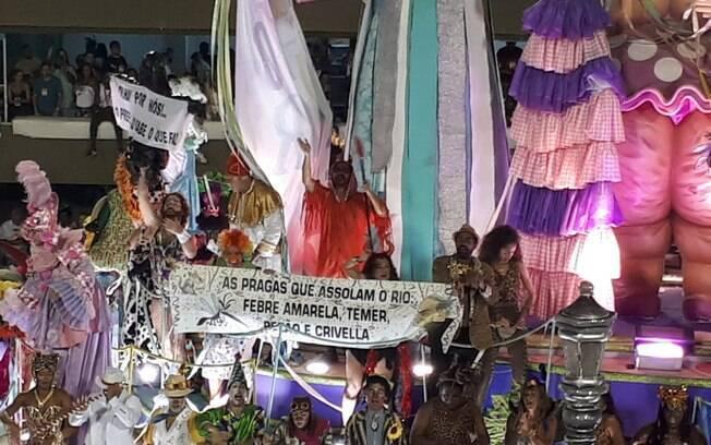 A Mangueira também protestou na Sapucaí