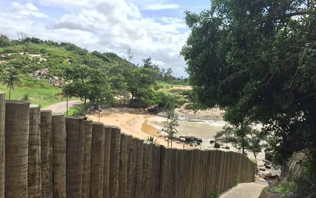 O fluxo de banhistas passou a ser tão intenso, que uma rampa de concreto foi construída para facilitar o acesso