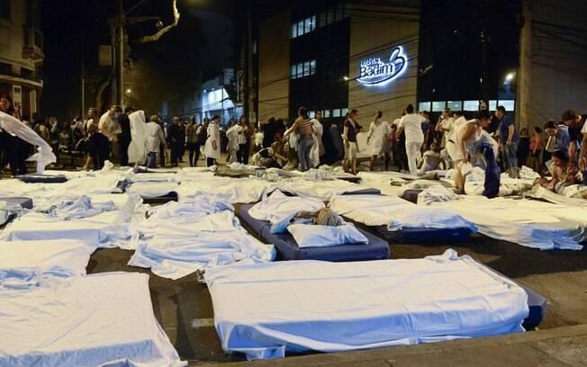 Pacientes foram acomodados nas ruas e calçadas
