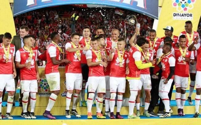 Sete jogadores campeões da Superliga de Colombia foram denunciados por mulher