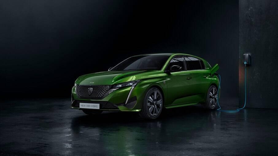 Peugeot 308 híbrido plug-in tem motor a combustão e outro elétrico que pode ser plugado na tomada