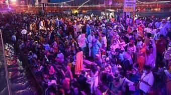 O festival que atrai multidões em meio à segunda onda de Covid