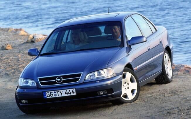 Opel Omega da segunda geração vendida na Europa e que não chegou ao Brasil, já que era a versão da Holden australiana que vinha para cá