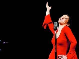 Personagem. A atriz baiana Laila Garin, que tem cabelos ruivos e olhos azuis, se transforma em Elis Regina no palco