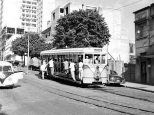 Nos anos 50, o bonde era o meio de transporte mais utilizado. A capital mineira tinha mais de 70 km de trilhos por  onde o transporte coletivo corria de forma rápida