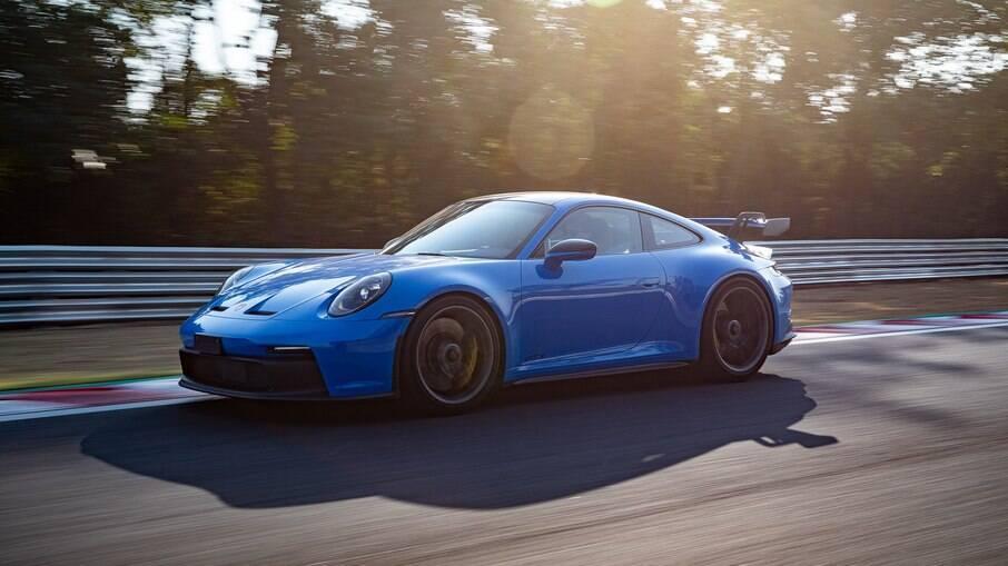 Acelerar o Porsche 911 GT3 no fim de tarde foi algo épico. O esportivo de R$ 1,09 milhão vai de 0 a 100 km/h em 3,3 s