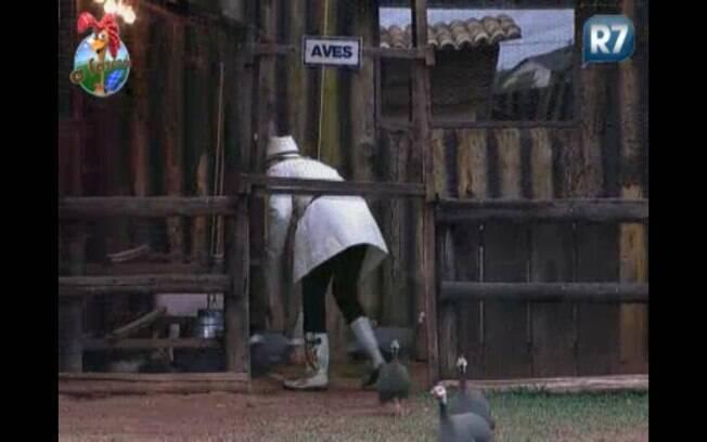 Anna têm dificuldades de pegar a cabra