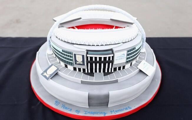 Detalhe do bolo de aniversário de Wembley