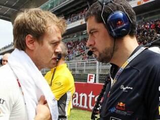 Rocky (direita) seguirá viajando para as corridas e será o responsável por coordenar os engenheiros de pista dos pilotos, incluindo Vettel