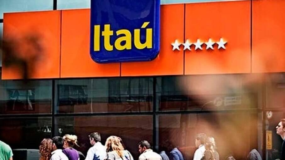 Itaú é acusado de demitir funcionários na pandemia, assédio moral e impor sobrecarga de trabalho