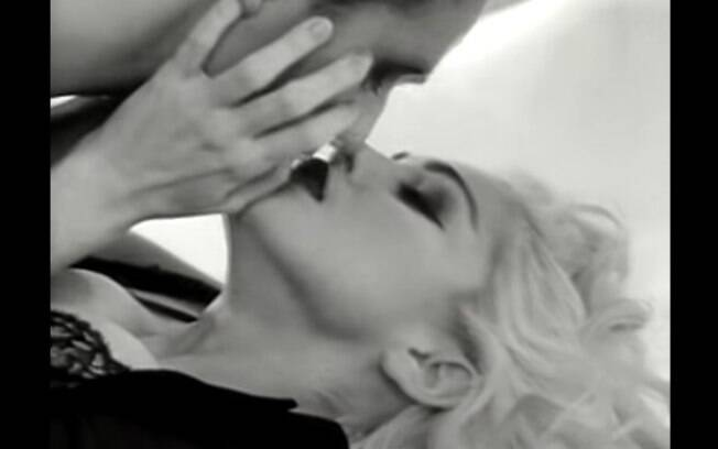 Madonna sempre causou em seus videoclipes, seja com cenas de sexo, pedofilia ou religião