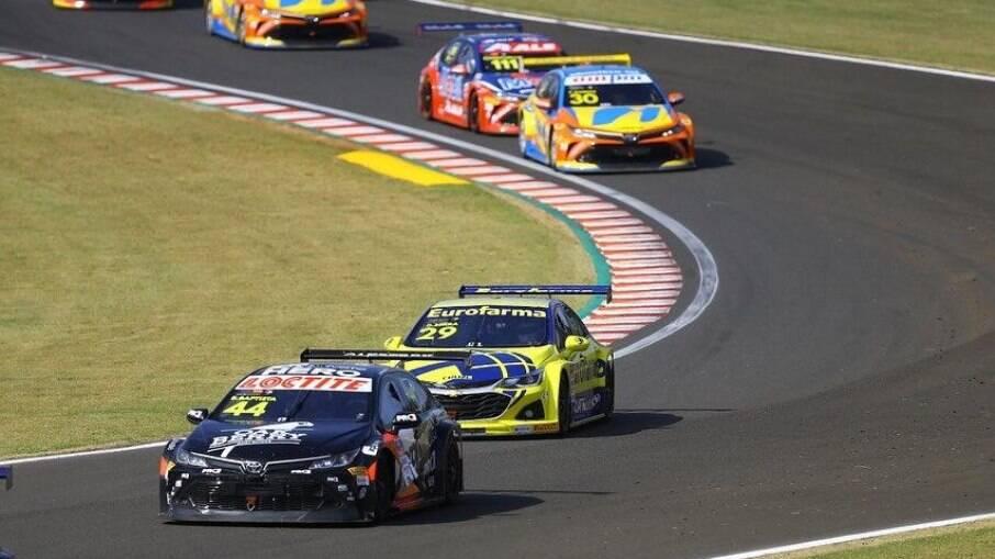Emoções não faltaram em Cascavel para Bruno (nº 44), que sai  em primeiro na segunda corrida e terminou em sétimo