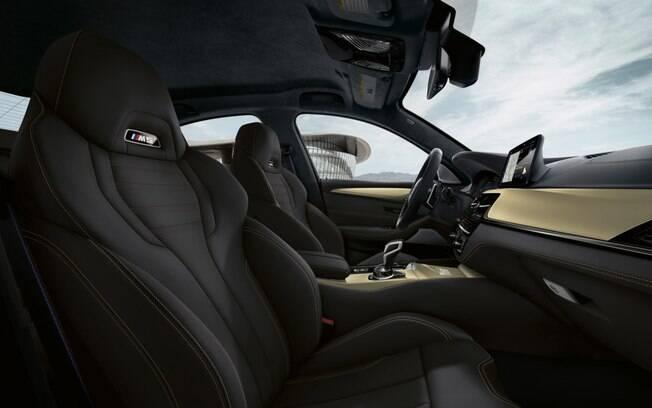 BMW M5 traz distintivos de cada uma das 350 unidades, além de soleiras e acabamentos diferenciados