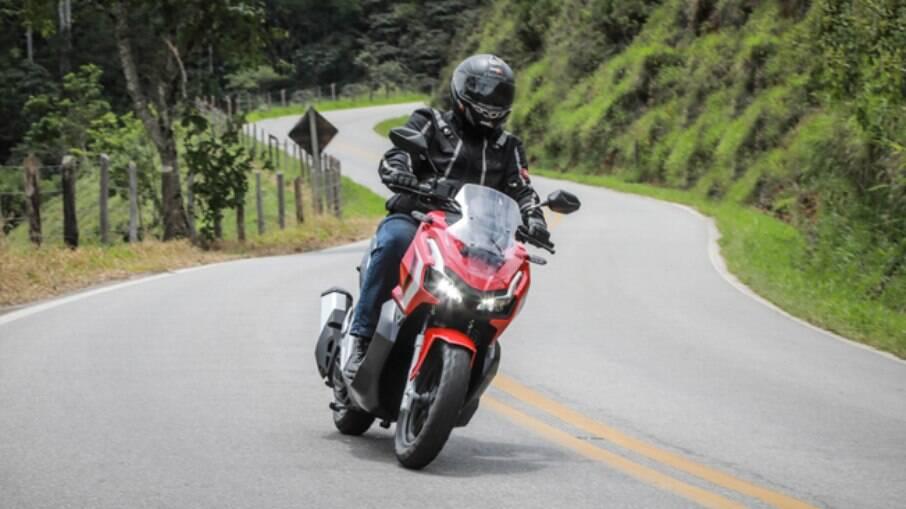 Na estrada, o Honda ADV pode manter um ritmo superior, mostrando boa dose de fôlego