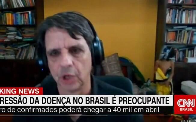 Criança invade entrevista do pai na CNN e rouba a cena