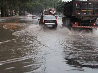Chuva provoca 37 pontos de alagamento em São Paulo (SP)