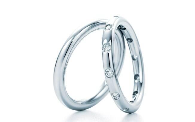 bca1ae75aec Escolha a aliança perfeita para pedi-la em casamento - Objetos de ...