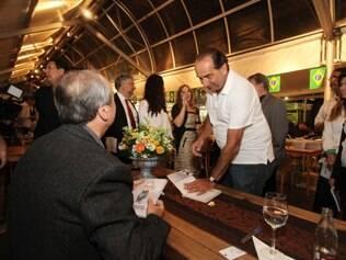 Levir Culpi recebeu a visita de Alexandre Kalil no lançamento de seu livro