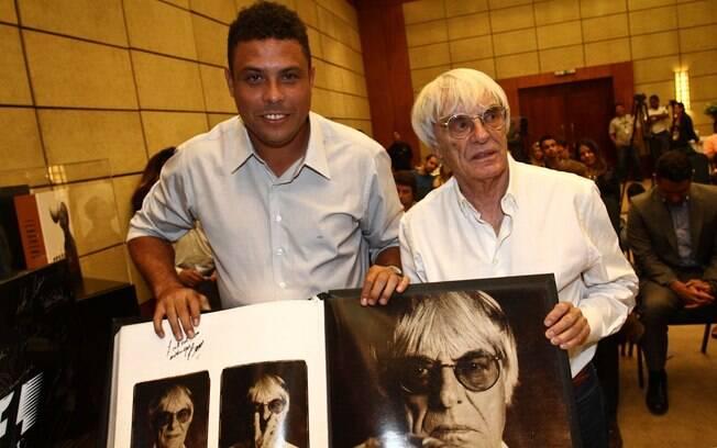 Ronaldo e Bernie Ecclestone em evento da F1