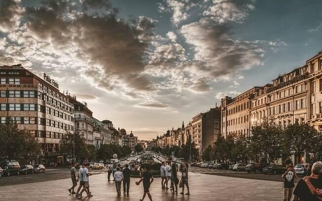 A Praça Venceslau foi onde se iniciou o movimento conhecido como Primavera de Praga