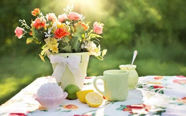 As flores de verão são uma ótima opção para trazer a alegria da estação para dentro de casa