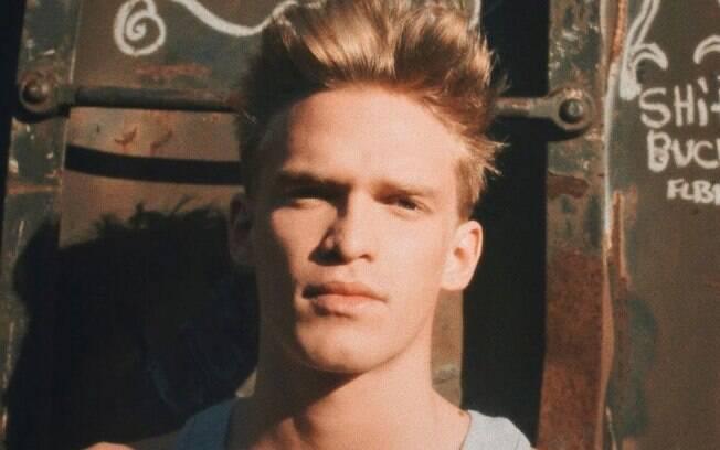Cody Simpson brinca com censura do Instagram