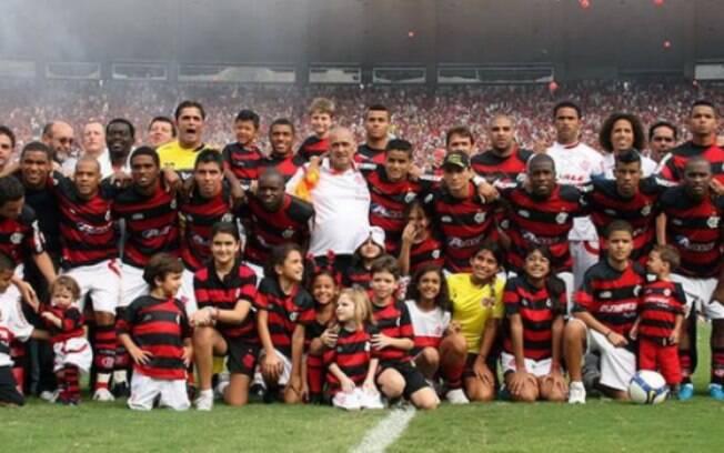 O Flamengo foi o Campeão Brasileiro de 2009 com craques como Adriano e Petkovic no elenco. Confira o desafio dos 10 anos dos clubes brasileiros