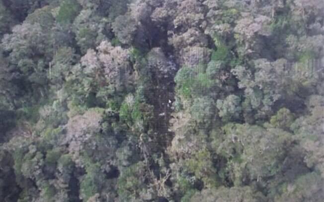 Indonésia divulga imagens de local onde estão destroços de avião