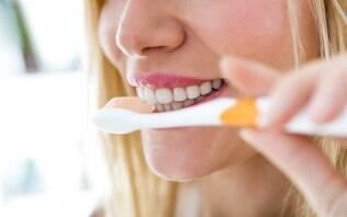 Escova de dente manual x elétrica. Você sabe qual a melhor opção?