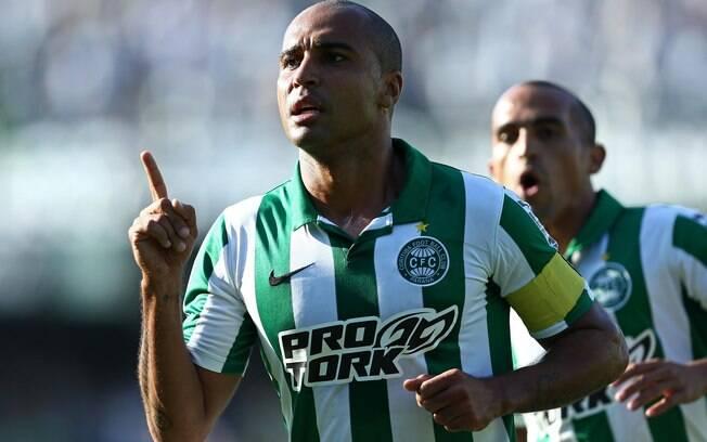 Deivid, comemorando gol sobre o Londrina, tem  tudo participação fundamental na campanha  paranaense