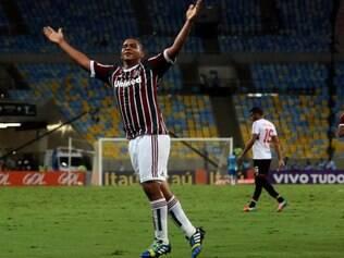 Walter tenta aproveitar chances para cavar vaga no time titular do Fluminense