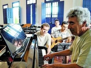 Bituca. Apadrinhada por Milton Nascimento, escola tem curso de afinação de piano que dura dois anos