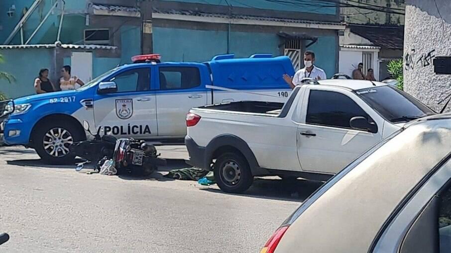 PM morto supostamente envolvido com milícia foi homenageado por Flávio na Alerj