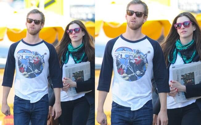 Anne Hathaway e Adam Shulman namoram há três anos e ficaram noivos