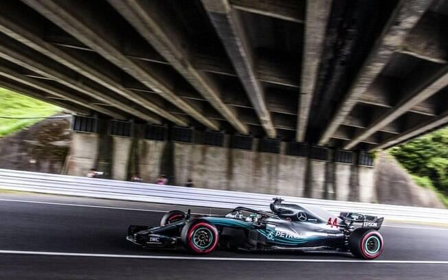 Lewis Hamilton em ação no GP do Japão de Fórmula 1