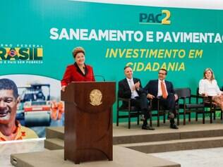 Presidente Dilma Rousseff durante cerimônia de anúncio do resultado da seleção de saneamento e pavimentação do PAC2.