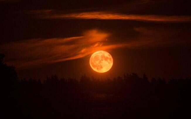 Eclipse lunar total e superlua de sangue no céu: como isso afeta seu signo?