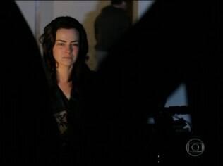 Ana Paula Arósio em cena do filme 'A Floresta que se Move'