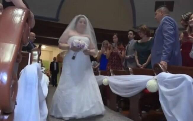Amanda Flores, que teve braços e pernas amputados, conseguiu andar e dançar no dia do casamento dela