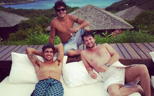 Caio Castro e Marcelo Serrado e Guilherme Boury: relax total