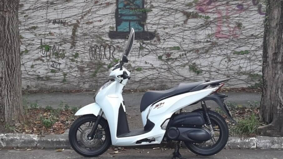Honda SH 300i, custa R$ 23.590, na versão standard, e R$ 24.090, na versão Sport